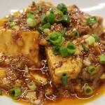 130423225 - ⑫麻婆豆腐&白ご飯                       色は辛そうですが辛過ぎはしません。                       10段階の辛さセッティングで2を選ぶ私でも旨み&辛みを感じ取れる味わい。                       ご飯を合わせると無上の美味しさ♪