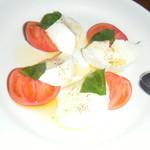 13043477 - 水牛の空輪モッツァレラとフルーツトマトのサラダ