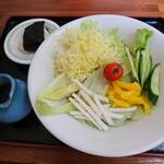 からまつ園  - 空知野サラダ蕎麦(880円)