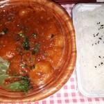 まんぼう - 妻が注文したエビチリ弁当ご飯大盛り(笑)です。 台湾料理屋さんのケチャップエビチリと違い、本格的で海老もプリプリです。