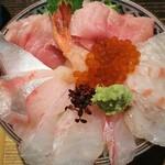 robatanosatou - 海鮮丼 1000円、大盛り無料で酢飯or白飯が選べます