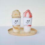 ディアンドデパートメント - 左「ほうじ茶かき氷」、右「いちごミルクかき氷」。