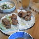 鮨の味通 - ②から、料理を2皿チョイス。鶏ザンギと豚角煮(とろけて旨い♪)③ドリンクからビールを