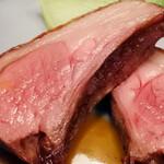 レストラン オネット - 仔牛背肉のロースト ミント香るジュのソースとミントオイル