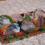 仲買人直営 弥平 - 大漁地魚刺身7点盛りアップ