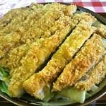 三角食堂 - カツ丼のアップ