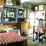 三角食堂 - テーブル席