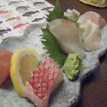 ちゅらさん亭 - お刺身五種盛りは、アカマチなど沖縄のお魚いっぱいで。