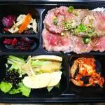130465453 - ◆大人気!炭火焼赤身肉のレアステーキ弁当◆1000円♪