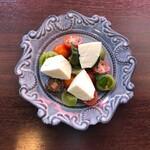 北海道白糠産モッツァレラチーズのカプレーゼ