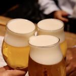 餃子とスパークリング バブルス - トリビーで乾杯〜♪