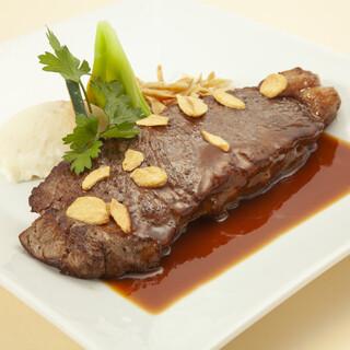 週替わりランチから、王道の肉料理など多彩な洋食メニュー◎