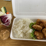 130491264 - 唐揚げ弁当、野菜スティック