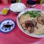 金ちゃんラーメン - 料理写真:餃子がついて650円
