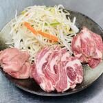 ジンギスカン酒場 くらむ - お肉三種盛り合わせ ※画像は2人前