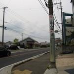 讃岐うどん国太郎 - こちらからの方が判りやすいかも・・・電柱の看板を神戸方面からだと左(道狭し)