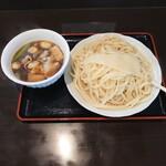 深山うどん - 料理写真:肉汁うどん中盛