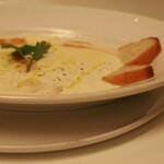 自家燻製の温かいモッツァレラチーズ