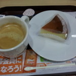 ファーストキッチン - チーズケーキとコーヒー