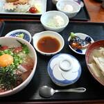 魚屋の寿司 東信 - マグロとハマチの漬け丼定食です☆ 2020-0520訪問