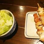 ゑびすや - ◆突き出しのキャベツ・信州産刺豚串焼き◆♪