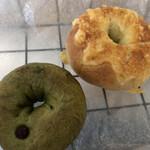 ヴァリーズ ベーグル - 料理写真:抹茶と大納言、Wチーズ