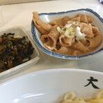 東京 大勝軒 - 高菜炒めとホルモン煮込み。旨い。