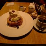 カフェ&ブックス ビブリオテーク - パンケーキと珈琲