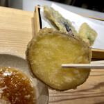 天ぷらと寿司18坪 - 天ぷら6種盛り合わせ@980円+税 サツマイモ
