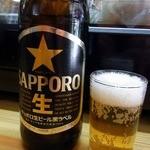 13053478 - まずは、ビールからですよね。 ここは、サッポロの瓶ビールでした。 久々に、サッポロのビールを飲んだかも。 では、では、乾杯~。 ぷふぁ~、旨い!!