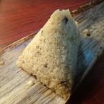 中華食堂 一楽 - 竹の皮を剥くとこうなります