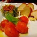 13053559 - 生春巻き、野菜のサーモン巻、バケットのディップ