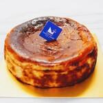 ル・リベラリスム・シーオー パティスリー・タツヤ・ササキ - バスクチーズケーキ(ホール)1,598円