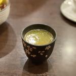 炭火やきとり 信 - 濃い鶏スープ 330円 (六時間炊き)