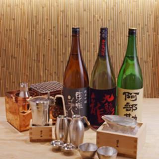 日本各地の銘酒40種を、8種類の温度でつけた「燗酒」で呑む
