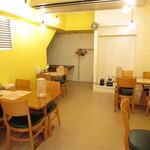長浜ラーメン 丸羅とんこつ - テーブル席