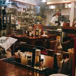 広州市場 - 各テーブルに透明の仕切り