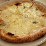 130542859 - 4種のチーズのピッツァ(2020.4)