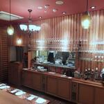 レストラン ワイワイ - 厨房から料理が出されるのがよく見えた