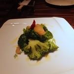 レストラン ワイワイ - ブロッコリーのトウガラシオイル和え500円