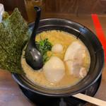 まんぷく家 - 料理写真:味玉醤油ラーメン 870円