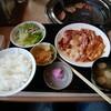 上越 食道園 - 料理写真:(味噌汁、サラダ、漬物。切り干し大根も。)