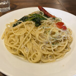 Bistro Hutte - しらすと鎌倉野菜のペペロンチーノ