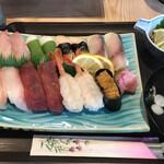 すし辰 - 料理写真:にぎりセット=2000円 税別 (にぎり15貫・吸い物・小鉢付)