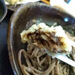 手打ちそば さくら - 肉厚な舞茸天ぷらでした。