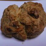 トントンビゴ - 黒糖といちじくのスコーン