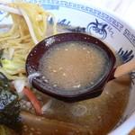 うちの駅 桃園 - 味噌ラーメンのスープはこんな感じ