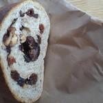 パン工房 麦童 - レーズンとくるみのライ麦パン