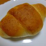 アルサスローレン - 塩バター。パンそのものは安価だがローストビーフとセットで買っていってあげていた為、高くついた。が、これも喜ばれたなぁ ……
