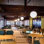 ディアンドデパートメント - 築150年余り。佛光寺さんの「お茶処」を客間として利用させていただいております。この場所で、毎朝法話も開かれております。(一般の方も自由参加可能)